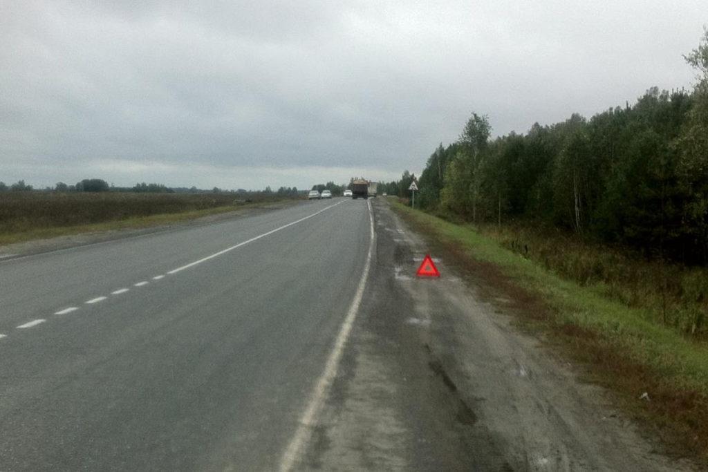 На 52-м километре автодороги Ялуторовск-Ярково утром съехал в кювет и опрокинулся автомобиль «Джили»