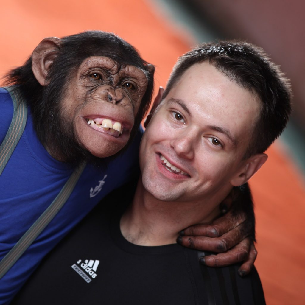 С шимпанзе Мальтой