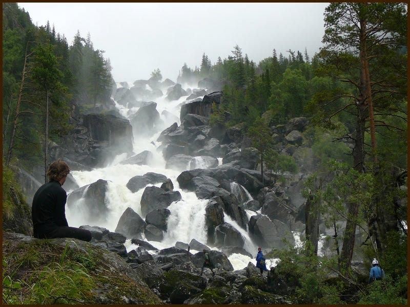 Водопад на р. Кайрубасхан (Алтай)