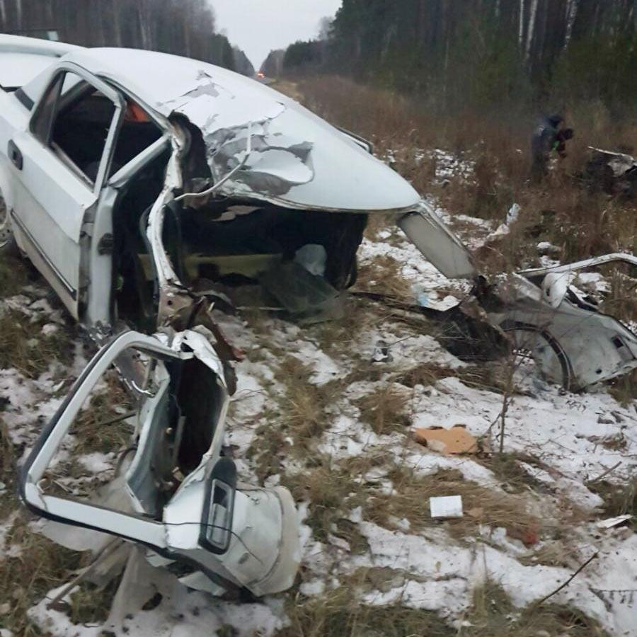 В третьем часу дня в субботу на 107-м километре автодороги Аромашево – Вагай в Вагайском районе автомобиль «Волга» выехал на полосу встречного движения и столкнулся с грузовым «КАМАЗом»