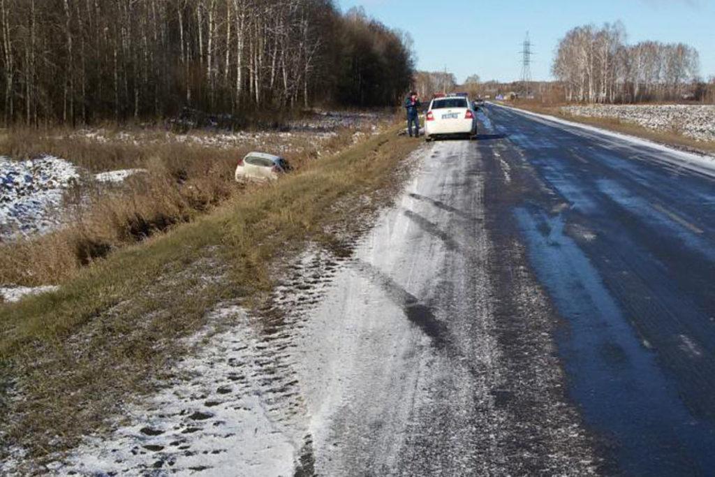 На 13-м километре автодороги Ишим – Десятого съехал в кювет автомобиль «Киа Сид»