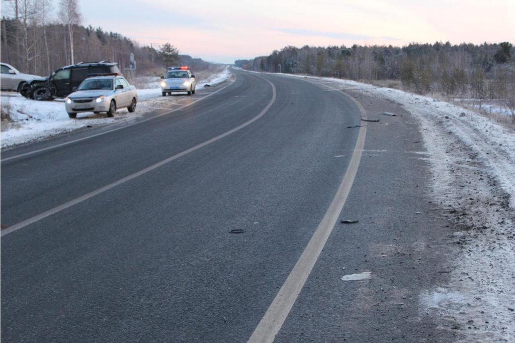 Около восьми часов вечера в субботу на 529-м километре федеральной автодороги Тюмень – Ханты-Мансийск в Уватском районе столкнулись «Опель Vectra» и «Тойота Land Cruiser 200»
