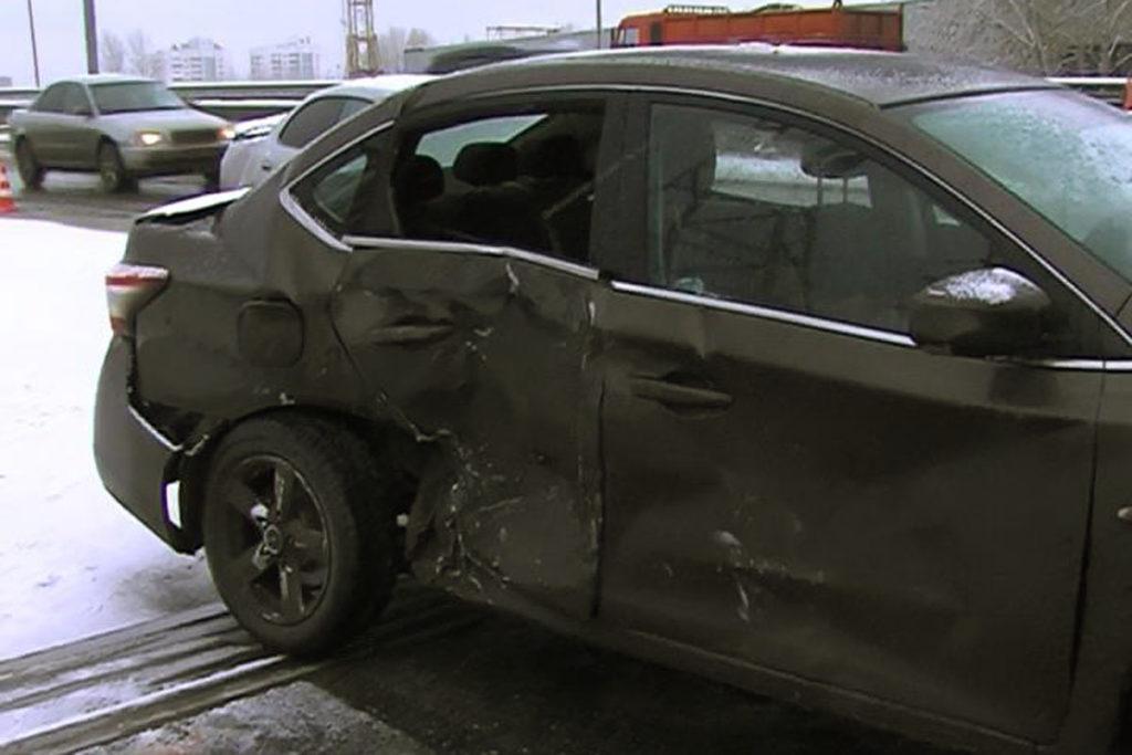 Сегодня в 7 часов утра на путепроводе улицы Монтажников областного центра столкнулись 5 автомобилей