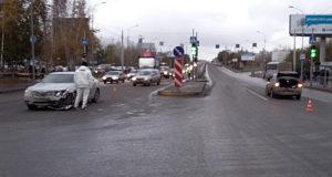Автомобили «Рено» и «Тойота» столкнулись при перестроении на улице Пермякова, 9
