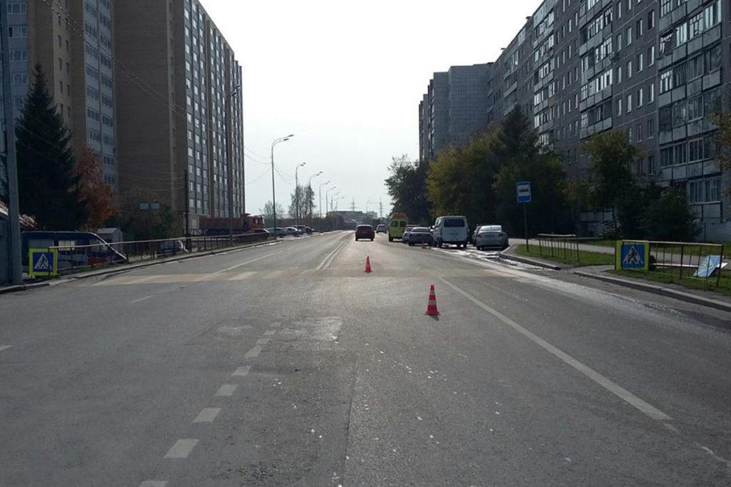 В Тюмени в 11 часов на улице Самарцева автомобиль «Мазда» сбил 18-летнего молодого человека