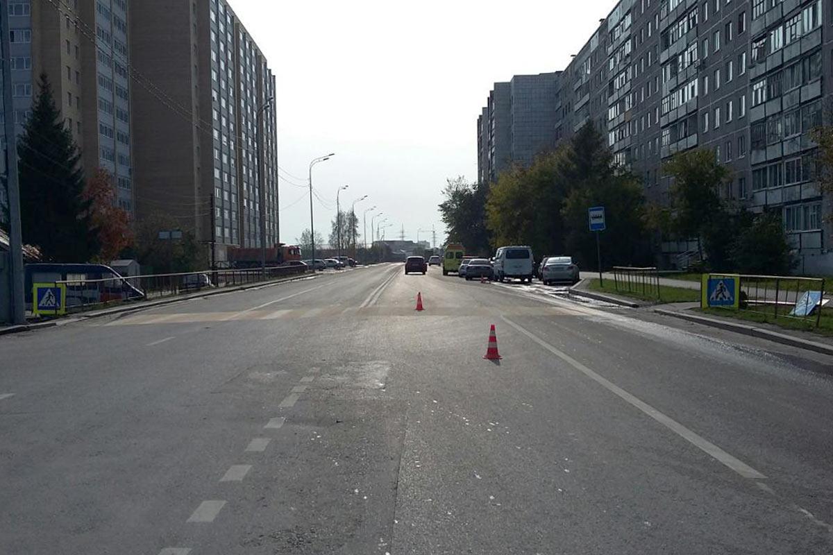 В Тюмени в 11 часов на улице Самарцева автомобиль Мазда сбил 18-летнего молодого человека