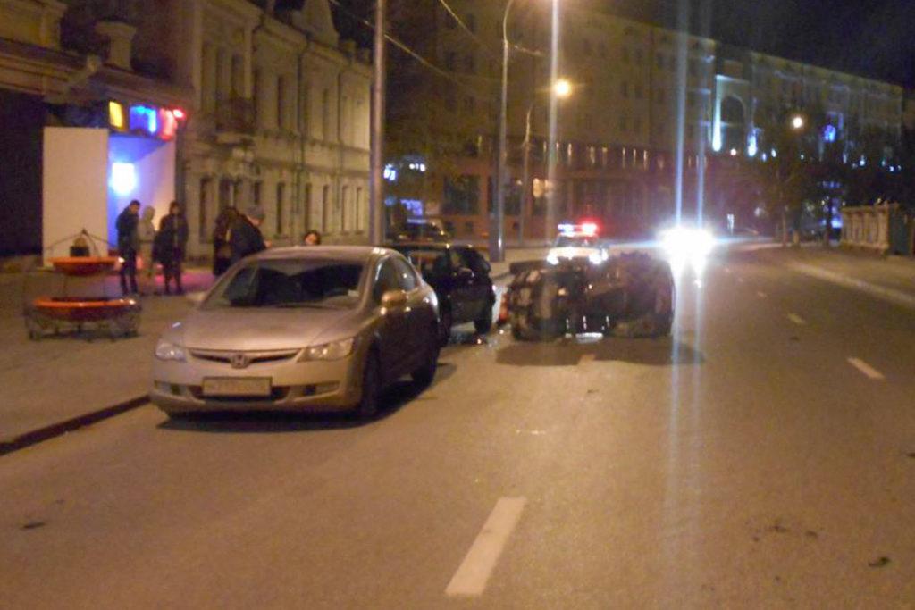 В 4 часа утра на ул.Ленина, 4 квадроцикл въехал в припаркованные автомобили ВАЗ2114 и «Хонда»