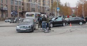 В полдень на пересечении улиц Мельникайте и Малыгина областного центра столкнулись автомобили «ЗАЗ Шанс» и «Мерседес Бенц».