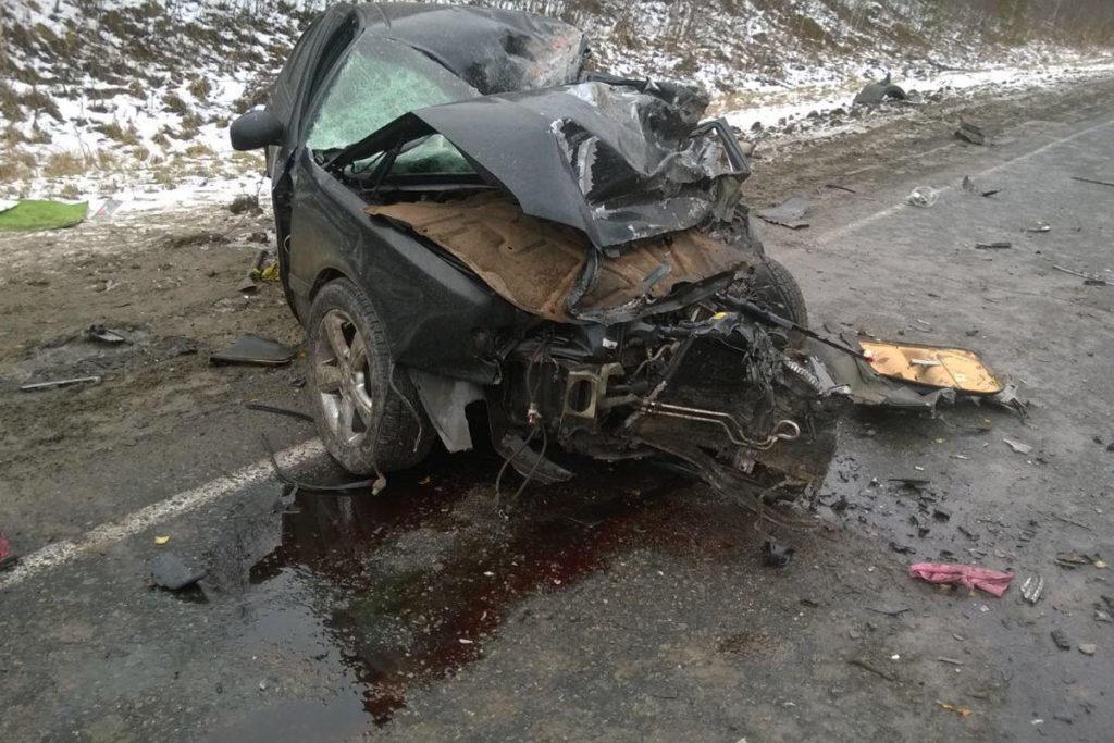 Около трех часов дня на 327-м километре федеральной автодороги Тюмень – Ханты-Мансийск в Уватском районе столкнулись автомобиль «Ниссан Цефиро» и тягач «Скания» с полуприцепом