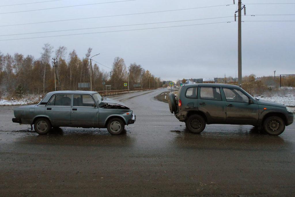 В семь часов утра на 39-м километре федеральной автодороги Тюмень – Омск столкнулись «Жигули» 5-й модели и «Шевроле Нива»