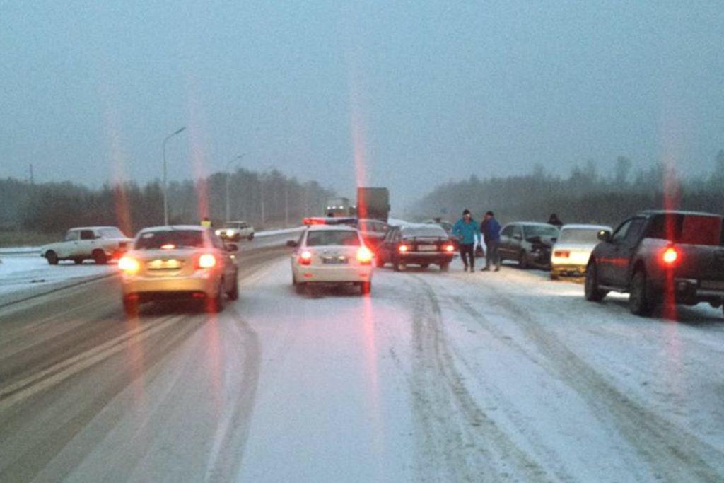 В пятом часу дня на 57-м километре федеральной автодороги Тюмень – Омск столкнулись автомобили «Жигули» 5-й модели, «Киа Сид», «Мицубиси Лансер» и еще одни «Жигули»
