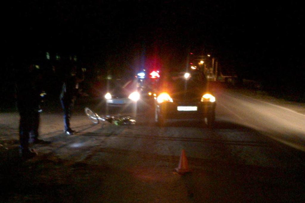 В 6 часов вечера в селе Викулово на улице Карла Маркса автомобиль «Шевроле Нива» сбил 56-летнюю женщину, ехавшую на велосипеде