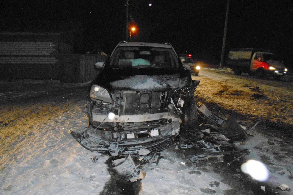 В пять часов дня в воскресенье на улице Шоссейной г. Заводоуковска столкнулись автомобили «Пежо» и «Мерседес»