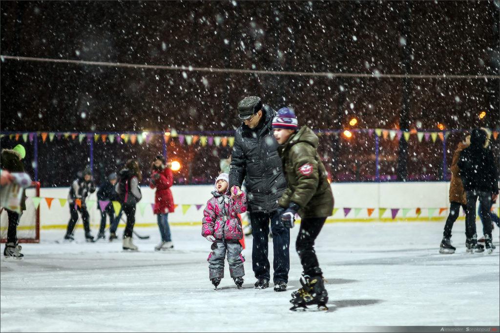 Катание на льду - удовольствие для детей и взрослых