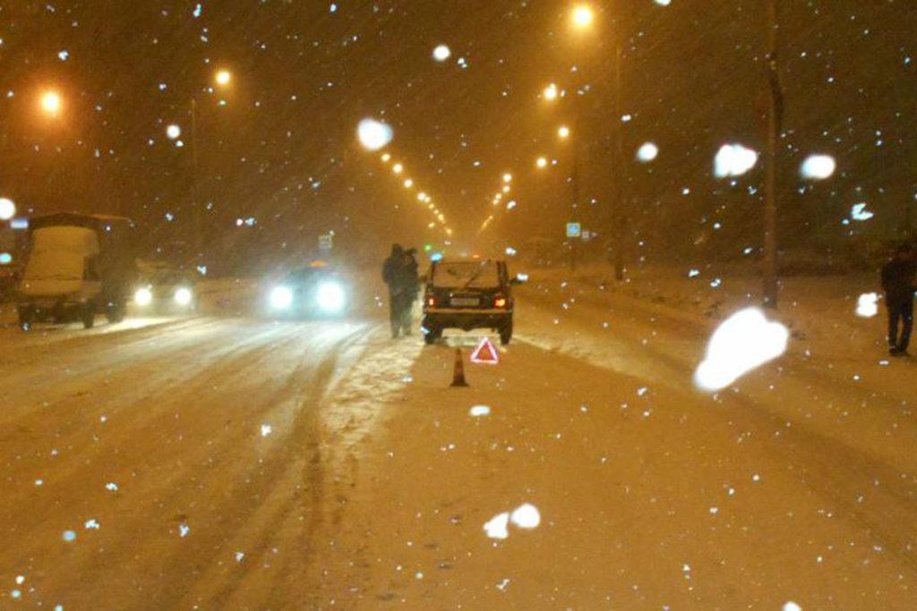 В половине десятого часа вечера на улице 30 лет Победы областного центра автомобилем «Нива» сбит 23-летний молодой человек