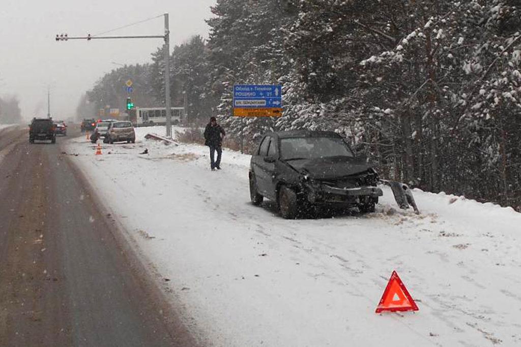На 10-м километре автодороги Тюмень-Боровский-Богандинский столкнулись «Рено Логан» и «Рено Сандеро»