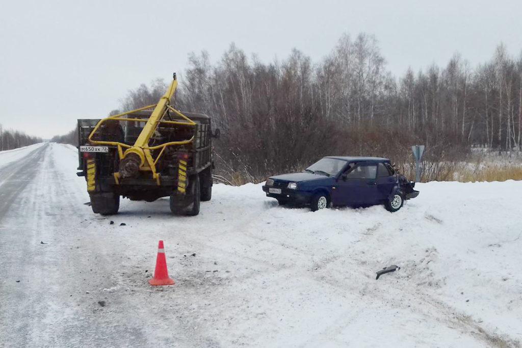 На 72-м километре автодороги Ишим-Маслянская из-за нарушения дистанции столкнулись ВАЗ21099 и ГАЗ66