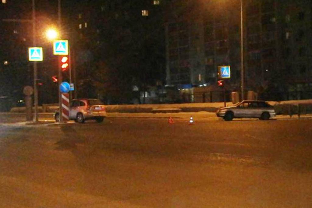 Вечером в воскресенье ВАЗ2114 и «Хонда» столкнулись на ул.Московский тракт, 120 в Тюмени