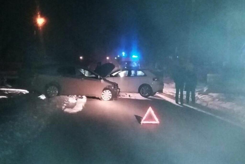 В поселке Московский автомобиль «Ауди» в субботу вечером въехал в стоящую «Тойоту Королла»