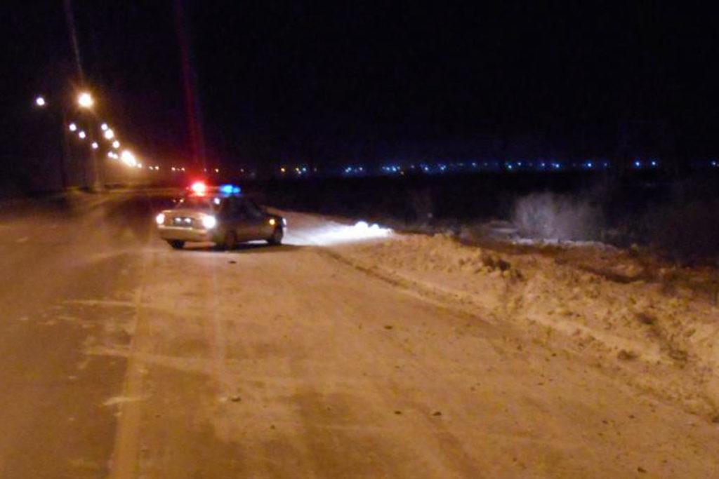 Около полуночи в  субботу на 17-м километре окружной дороги Тюмени между Велижанским и Тобольским трактом опокинулся автомобиль «Тойота»