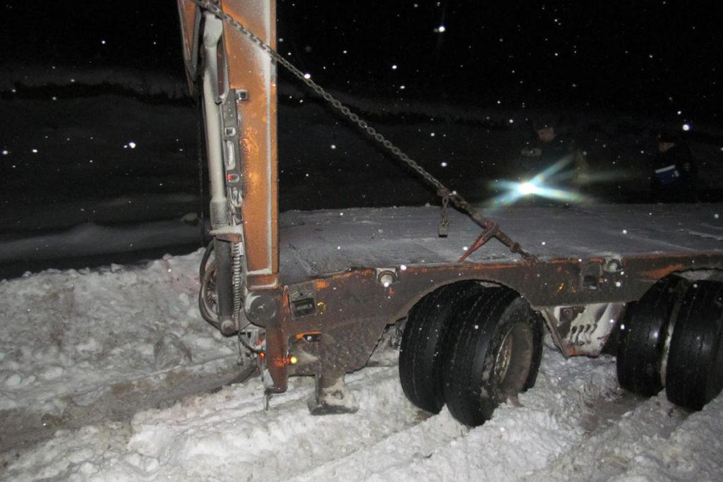 Трагедия произошла в девятом часу вечера на 317-м километре трассы в Уватском районе