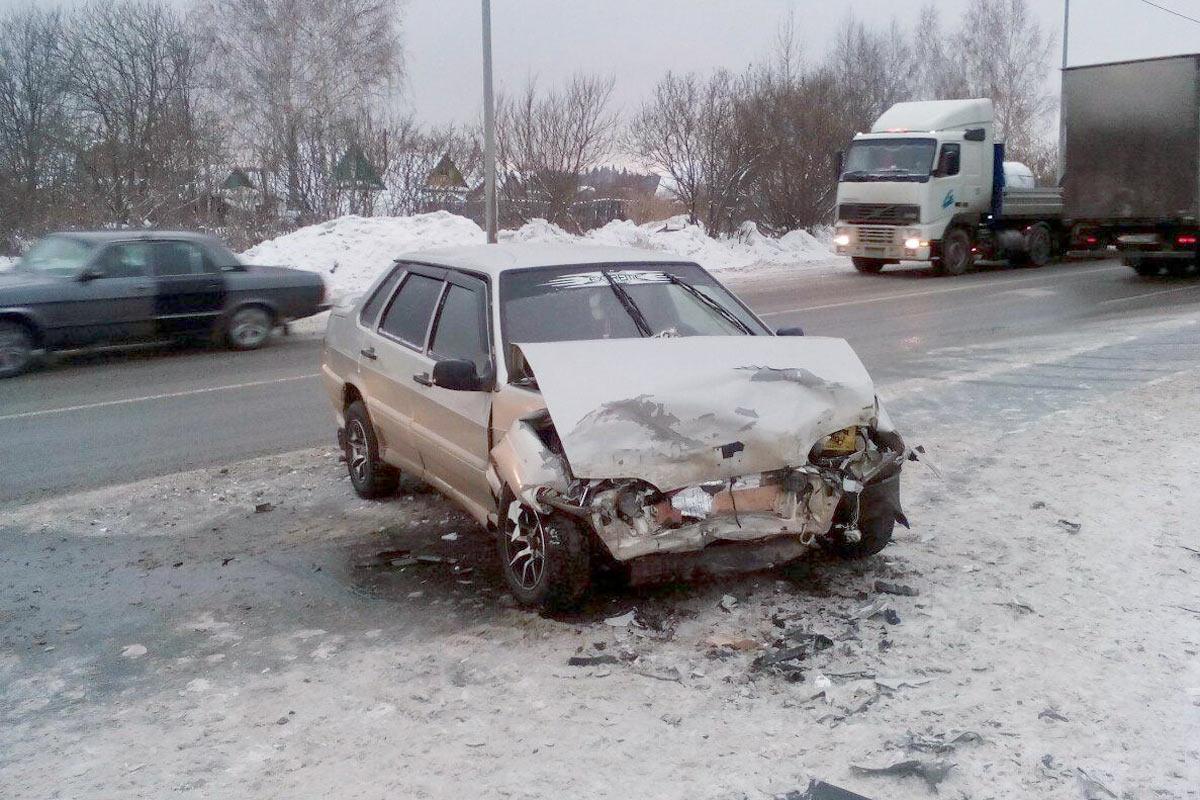 Ханты-Мансийск: Два человека травмированы встолкновении наФАД Тюмень