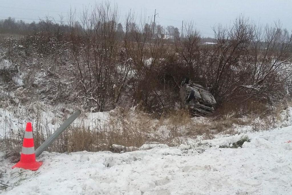 В восьмом часу утра на 10-м километре дороги Тюмень – Нижняя Тавда съехал с дороги автомобиль «Лада»