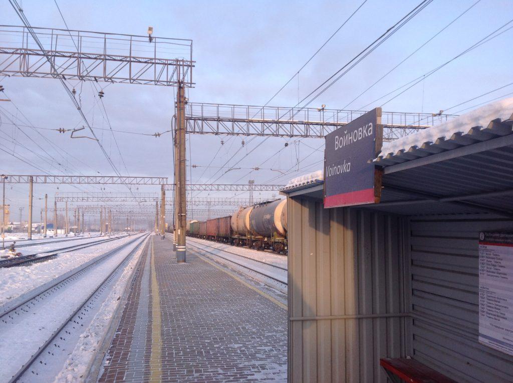 ВТюмени перебегавший через железнодорожные пути 17-летний парень попал под поезд