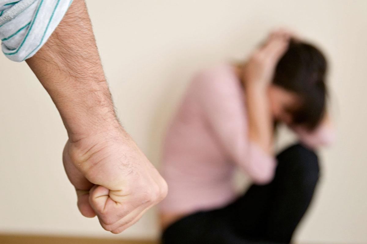 Гражданин Боровского впьяном угаре изрезал ножом супругу итещу