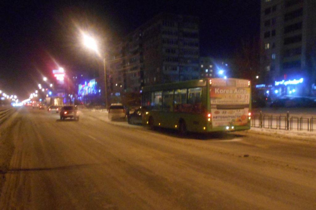 В семь часов вечера на улице Пермякова, 46 произошло столкновение автомобилей и автобуса «МАЗ»