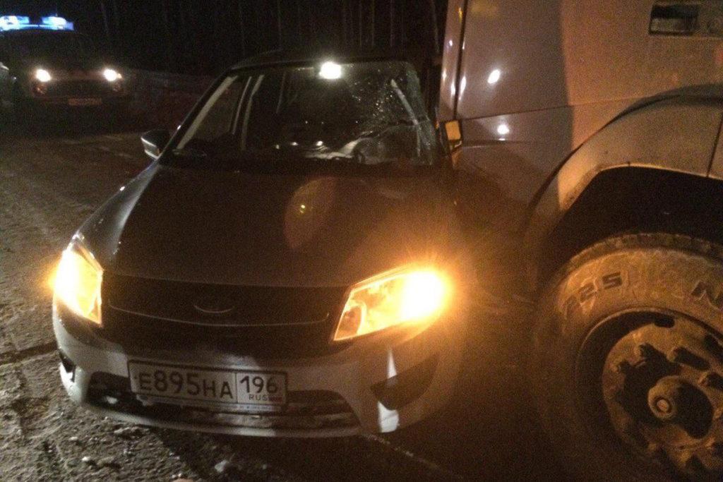 На 477-м километре автодороги Тюмень-Ханты-Мансийск столкнулись автомобили «Лада Гранта» и «Вольво»
