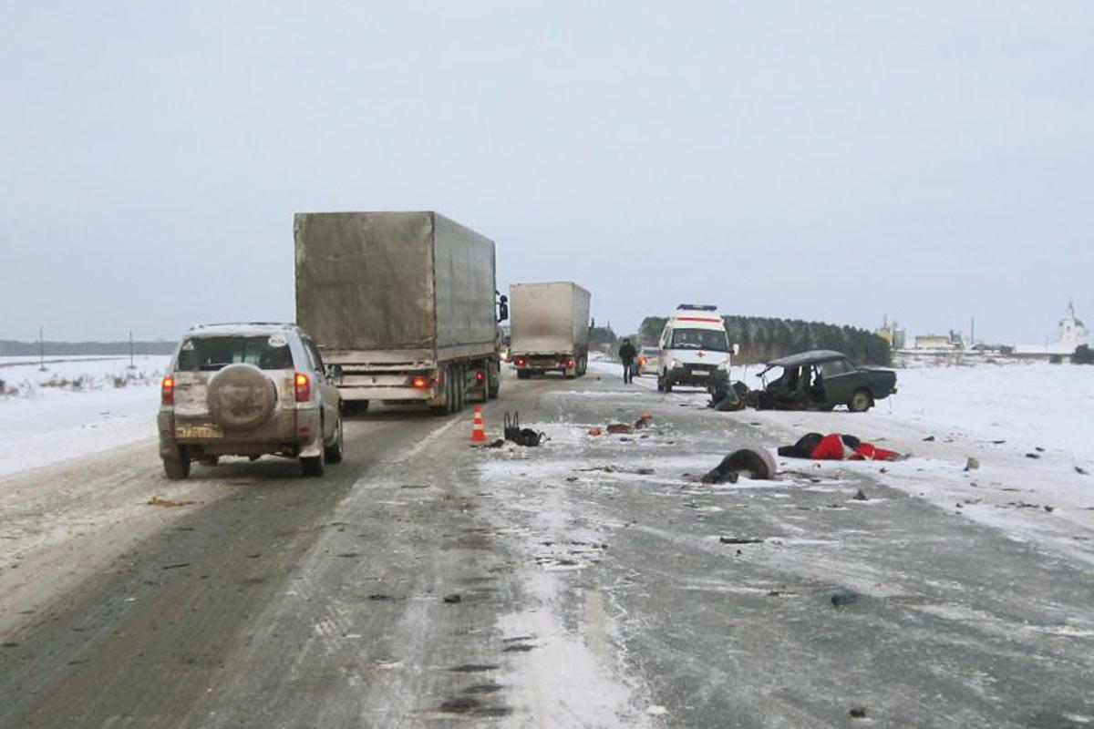 Под Тюменью гонщик на«Жигулях» устроил ДТП стремя погибшими