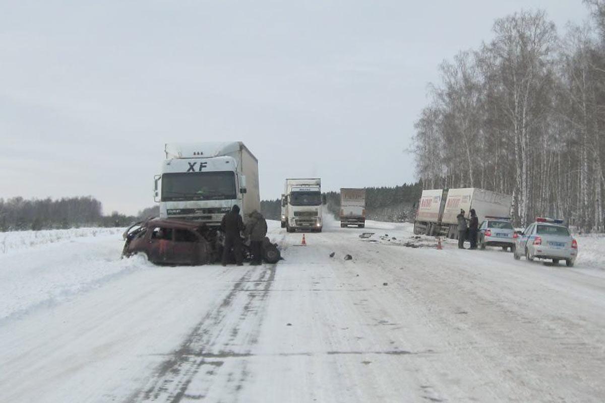 Встолкновении 2-х  фургонов  илегковушки натюменской трассе пострадали двое