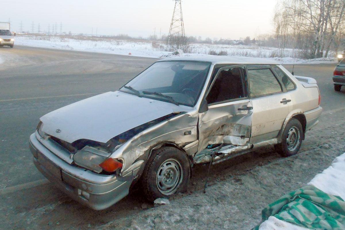 Сводка ДТП: Кия въехала встоящие наобочине автомобили попути вРощино