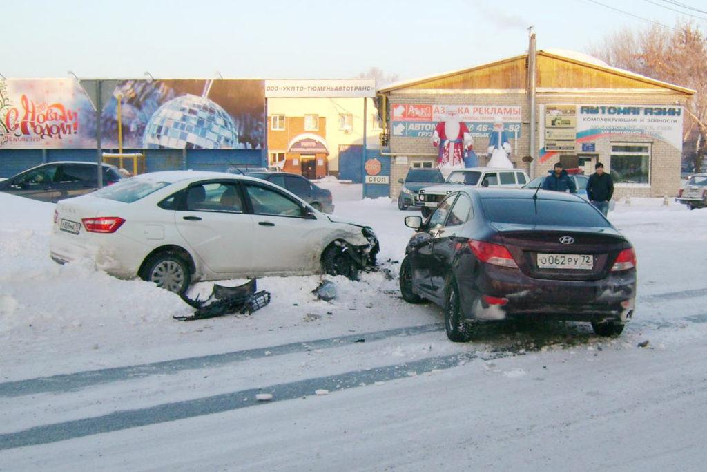 Оба водителя пострадали в столкновении на улице Клары Цеткин