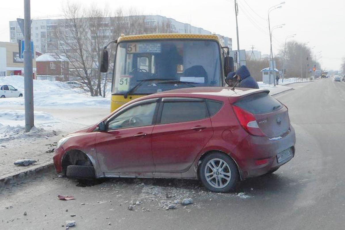 ДТП вТюмени: два пассажира получили травмы вавтобусе