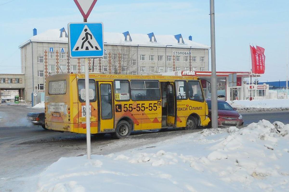 ВТюмени молодой девушке вавтобусе сломали челюсть