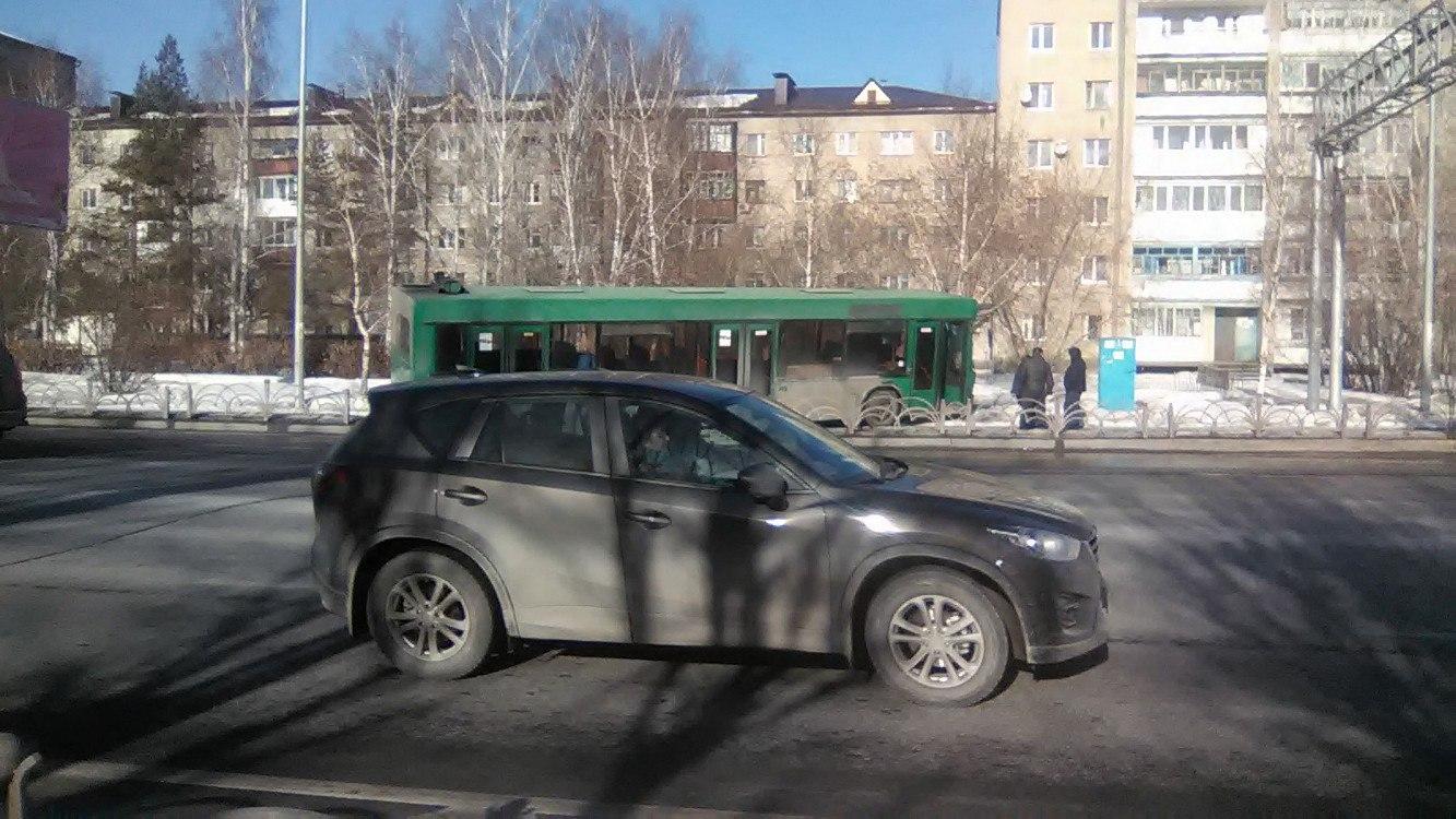 ВТюмени автобус без водителя попал всерьезное ДТП