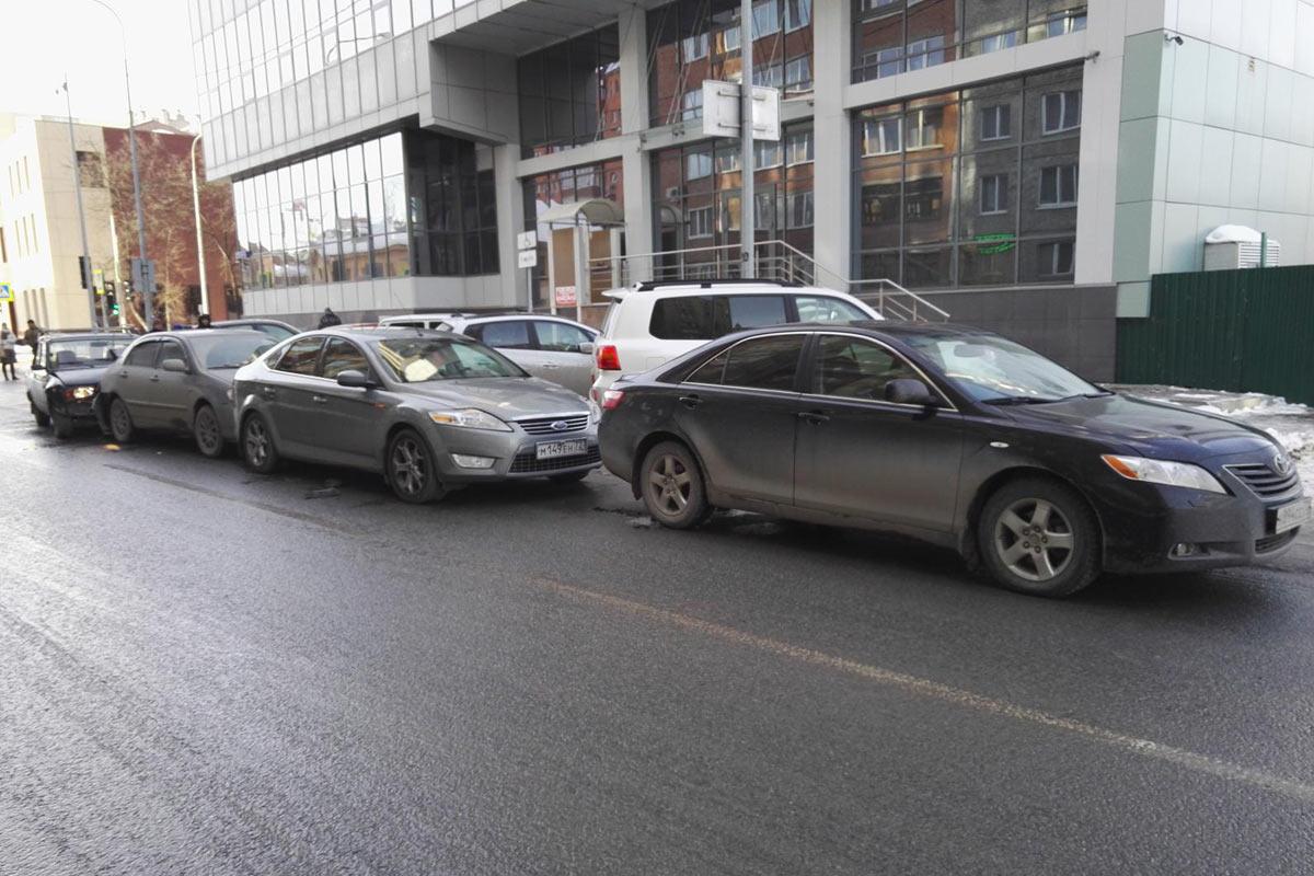 ВТюмени наКомсомольской вДТП попали 4 автомобиля