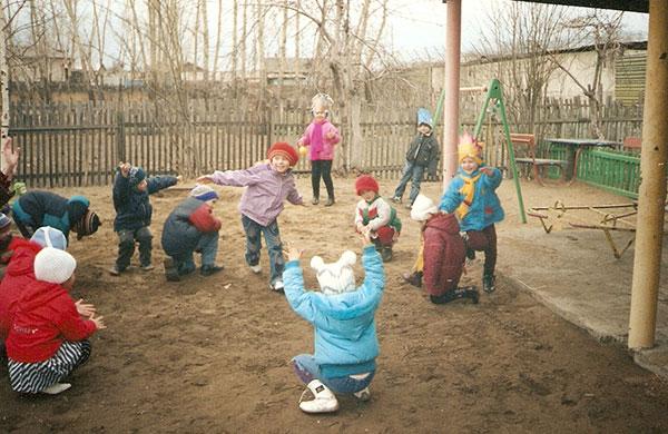 Ребенок сломал ногу напрогулке: детский парк заплатит родителям 50 000 руб.