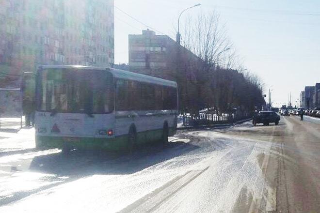ВТюмени нетрезвый шофёр без прав врезался вавтобус