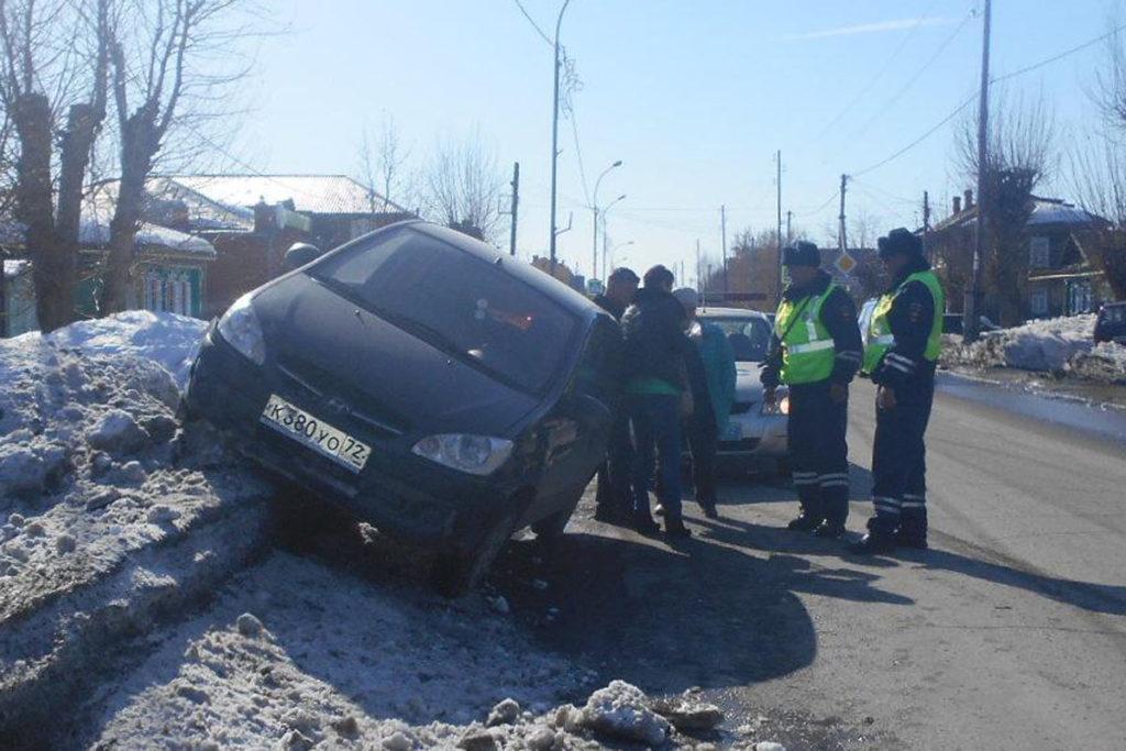 В Ялуторовске на улице Свободы столкнулись «Лада» 10-й модели и «Хендэ Гетц»