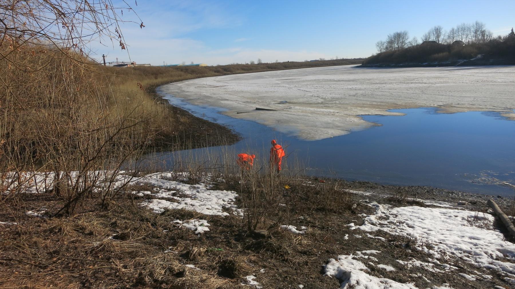 Прогулка потонкому весеннему льду завершилась для тюменца падением вТуру