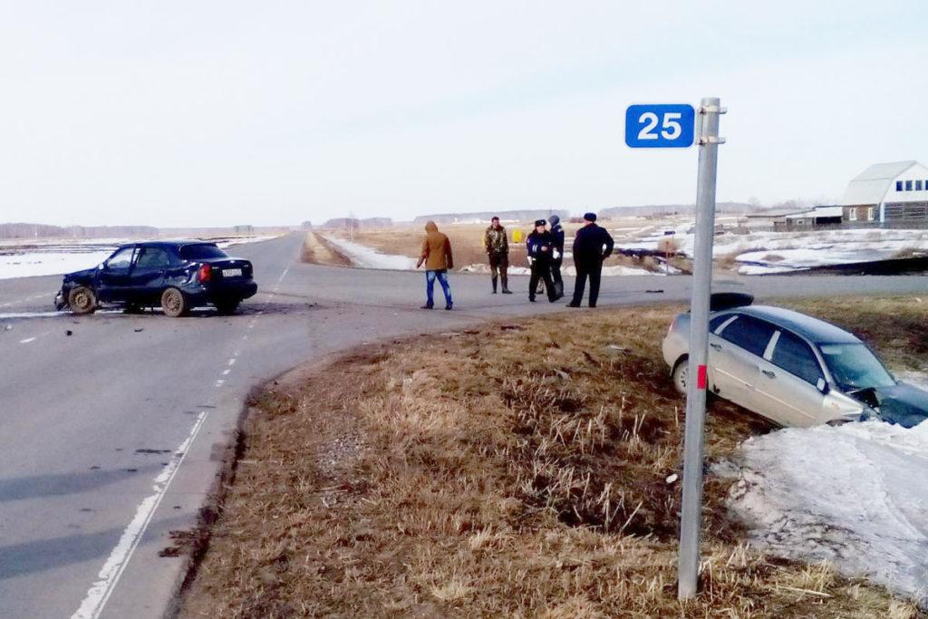 на 25-м километре автодороги Банниково – Ленинка – Маслянский в Абатском районе столкнулись автомобили «Шевроле Ланос» и «Лада Калина»