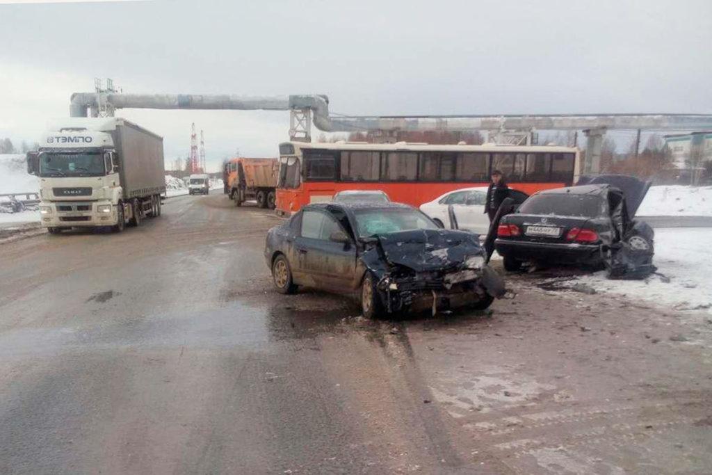 5 человек пострадали в столкновении автомобилей «Мерседес Бенц» и «Хендэ Елантра»