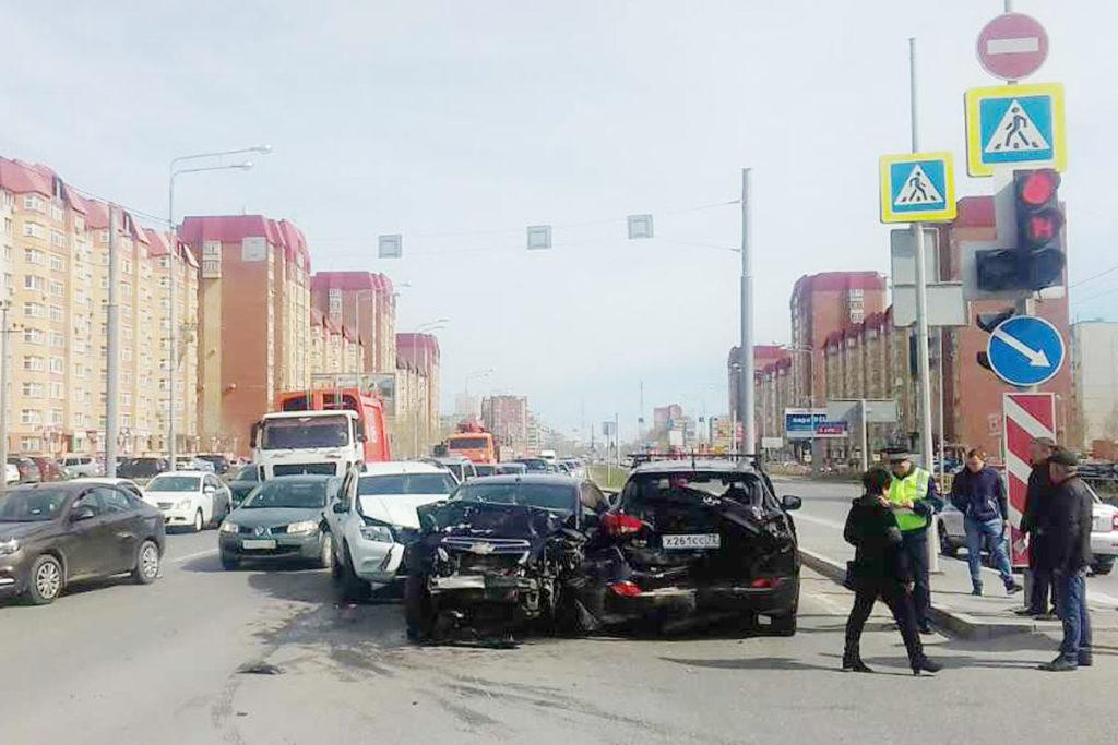 5 человек пострадали в ДТП, произошедшем в половине десятого часа утра 1 мая на улице Пермякова, 78 областного центра
