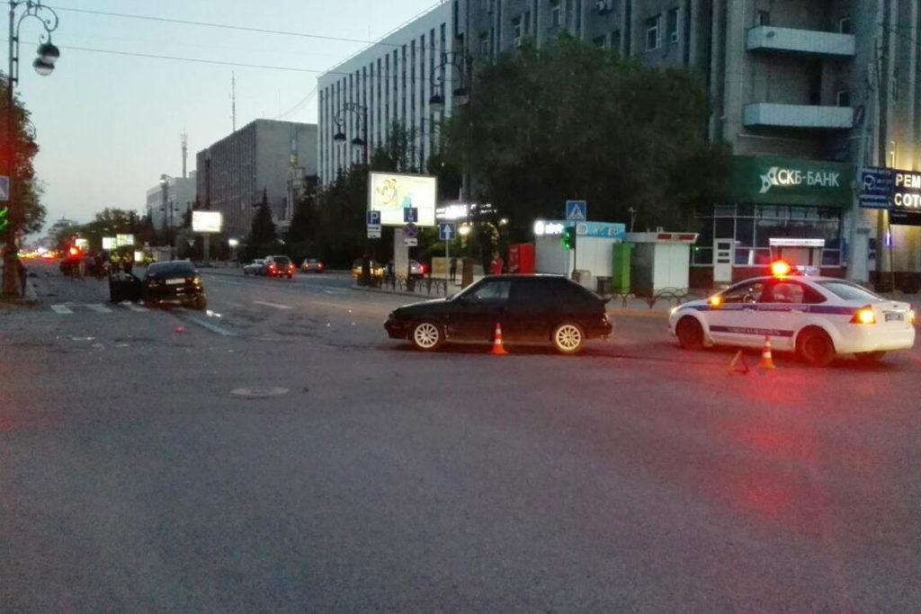 на перекрестке улиц Республики и Профсоюзной областного центра столкнулись автомобили «Лада» 9-й модели и «Тойота» с последующим столкновением с автомобилем «Лада»