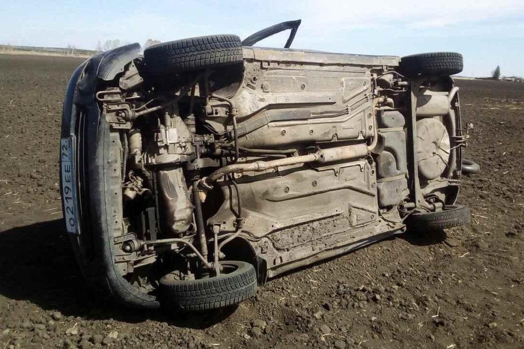 Трагедия произошла в 11 часов дня в праздник весны и труда на 35-м километре дороги Исетское – Упорово
