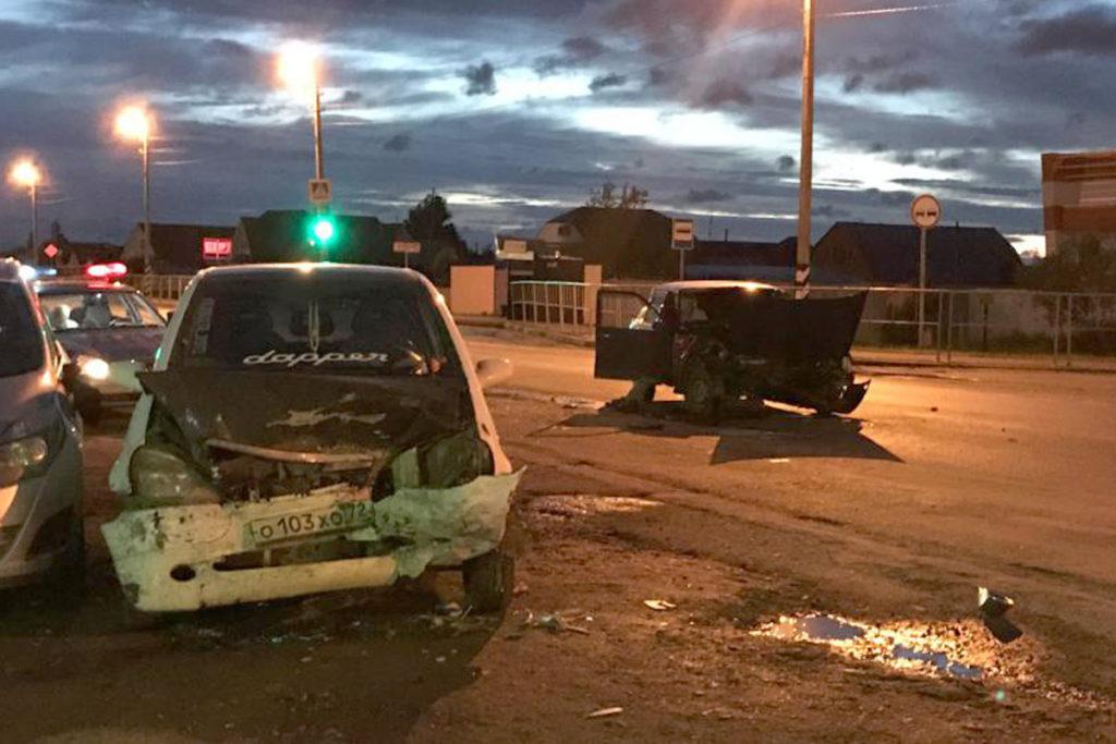 В поселке Боровский в 11-м часу вечера из-за нарушения очередности проезда столкнулись «Иж-Ода» и «Мерседес»