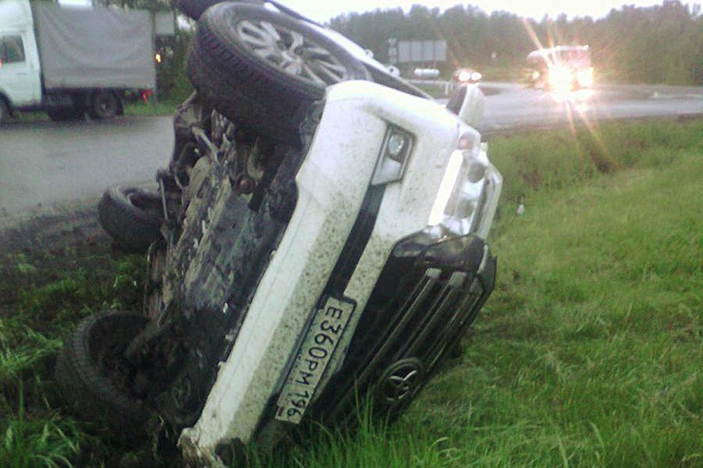 Ночью на 217-м километре федеральной автодороги Тюмень-Омск опрокинулся автомобиль «Тойота - Ланд Крузер»